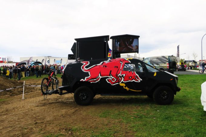 Red Bull DJ Auto Defender Custom Booth Umbau 1 (10)