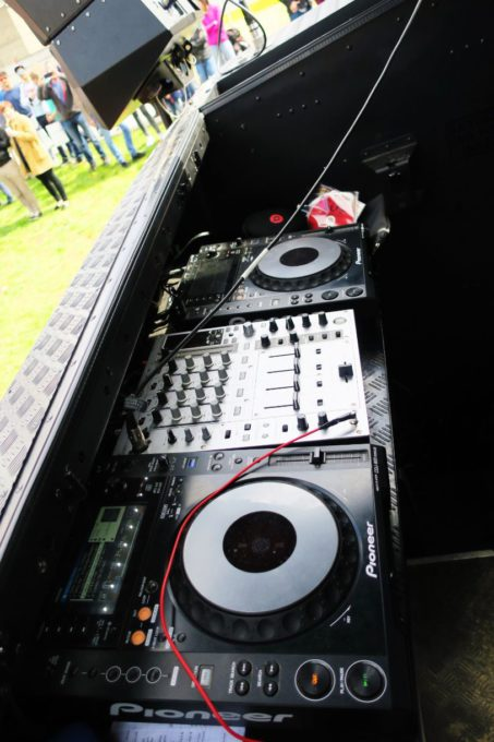 Red Bull DJ Auto Defender Custom Booth Umbau 1 (6)